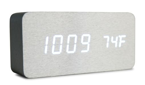 WOODOO CLOCK digitální LED hodiny dřevěné, stříbrné
